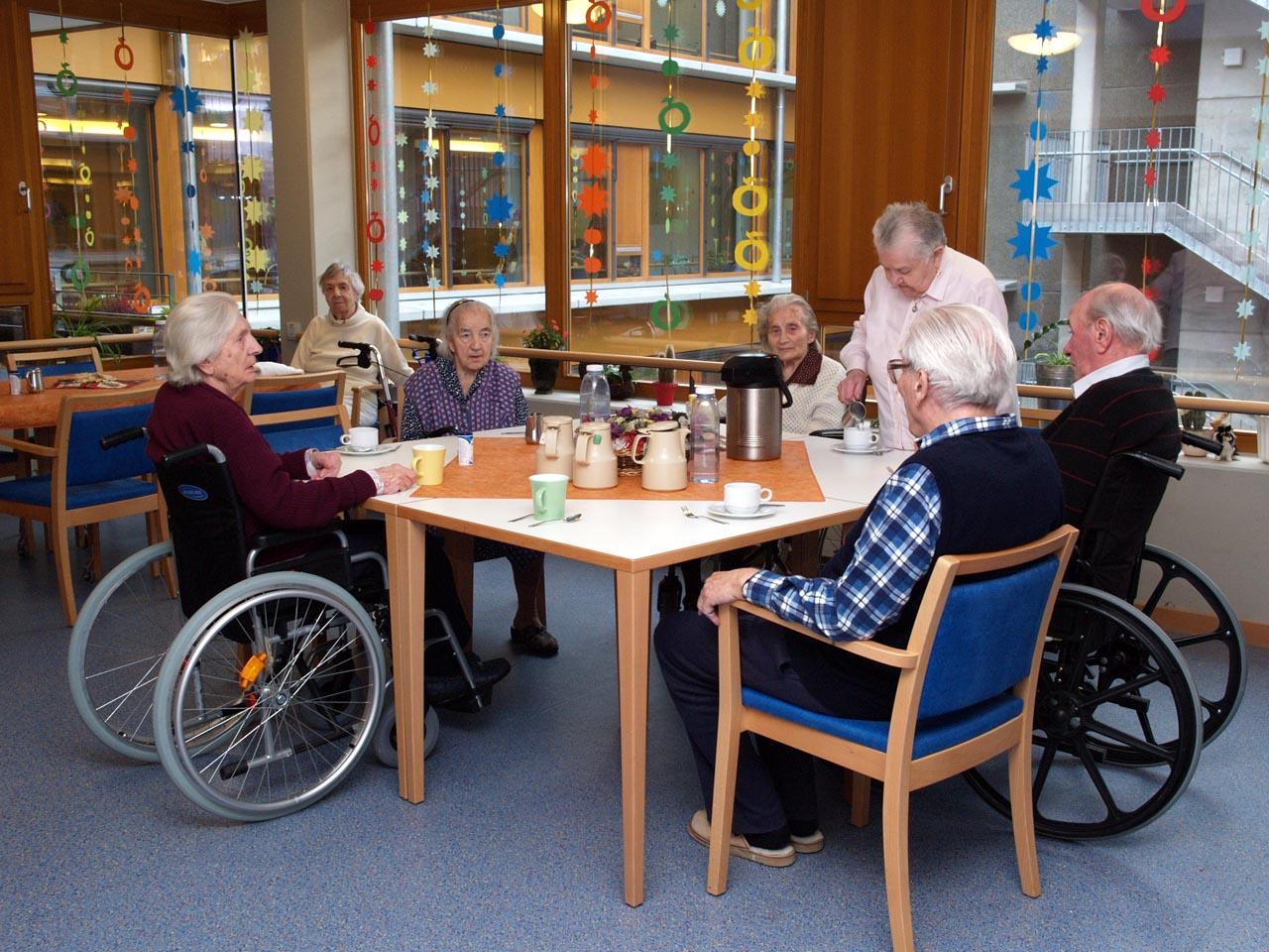 介護施設の共用スペース(撮影協力:Alten- und Pflegezentrum St. Anna)© Matsuda Masahiro