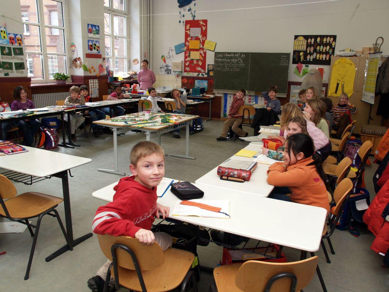 公立小学校の2年生のクラス。児童数は21名 © Matsuda Masahiro