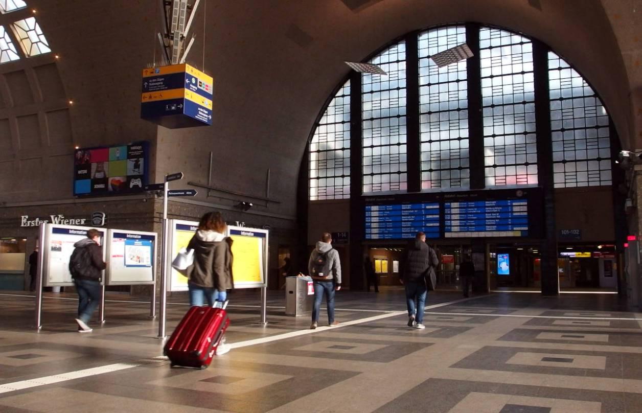 閑散とするカールスルーエ中央駅 © Matsuda Masahiro