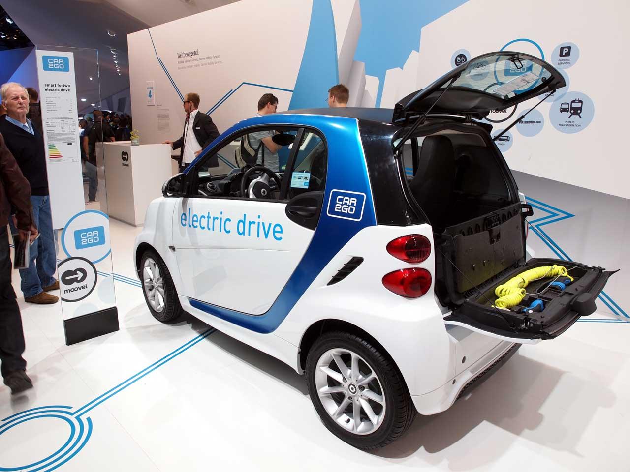 ダイムラーの展示ホールに置かれたE-Smartのcar2go仕様車、フランクフルト国際モーターショー2013、2013.09.19. © Matsuda Masahiro