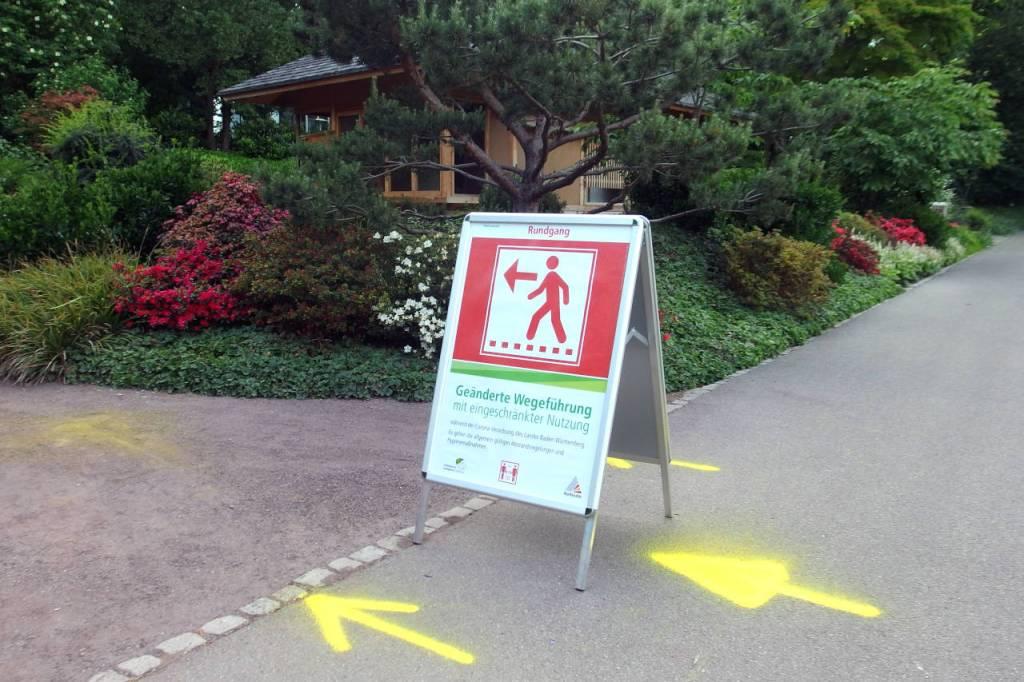 カールスルーエ動植物園、一方通行の表示、2020.05.11. © Matsuda Masahiro