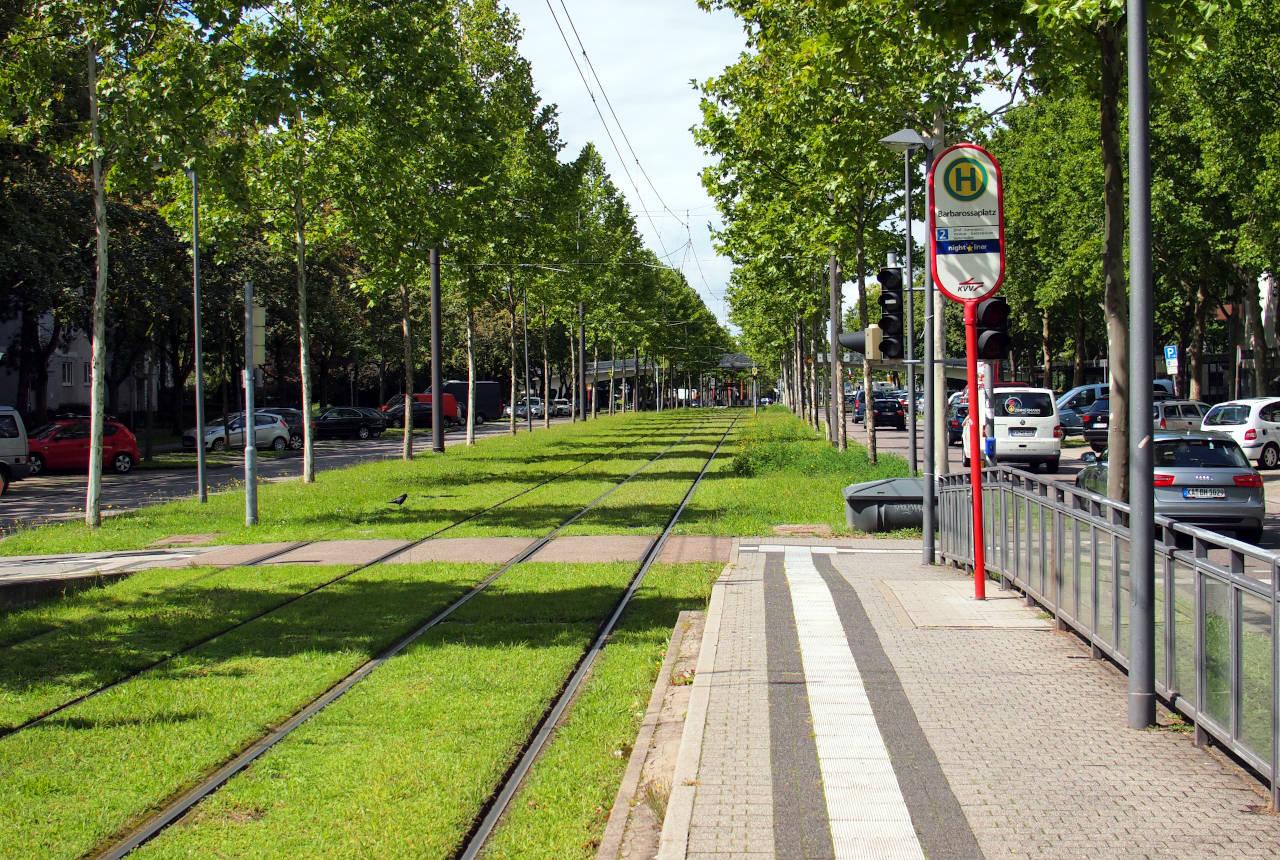 路面電車(トラム)の停留所、カールスルーエ © Matsuda Masahiro