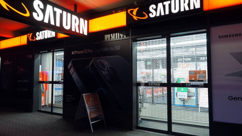 ロックダウンで12月16日から休業となった家電量販店、カールスルーエ © Matsuda Masahiro