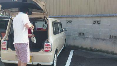 ツインバードの掃除機はいいですね。二台の車を徹底的に掃除しました。