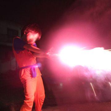 全世界の男子の夢を叶える!花火で「かめはめ波写真」を撮る方法。