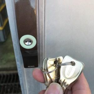 引き戸の鍵交換
