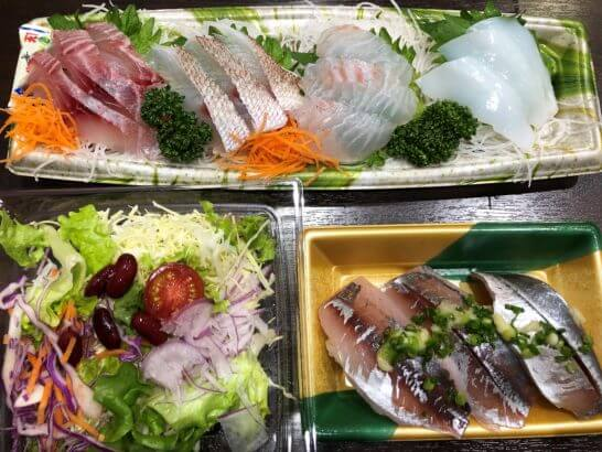 刺し身、寿司、サラダ