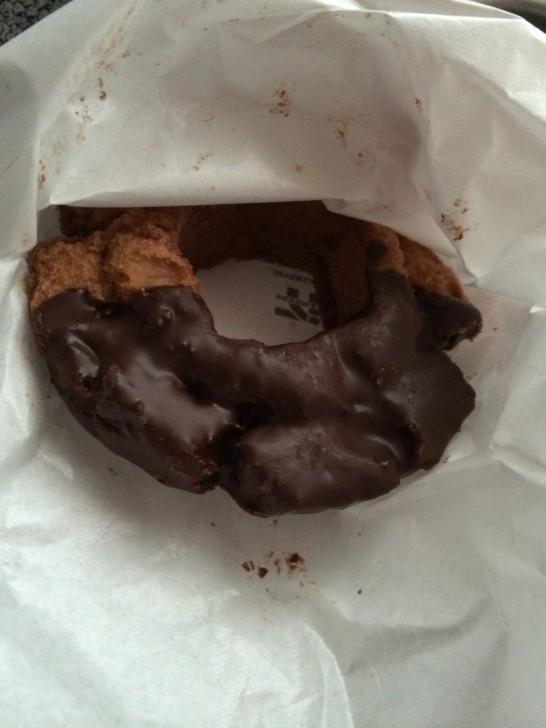 セブンイレブンのチョコドーナツ