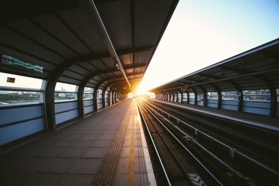 駅に差し込める日差し