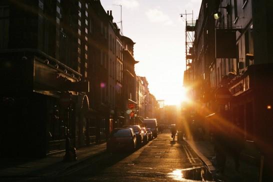 街角の日差し