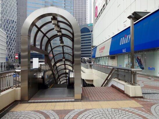 新宿西口の小田急線出口近辺