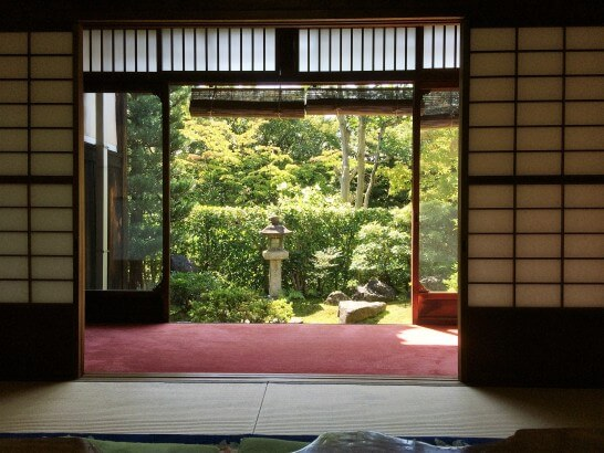 アメックス・ゴールドの京都特別観光ラウンジから見える中庭