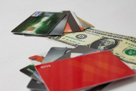 クレジットカードと紙幣