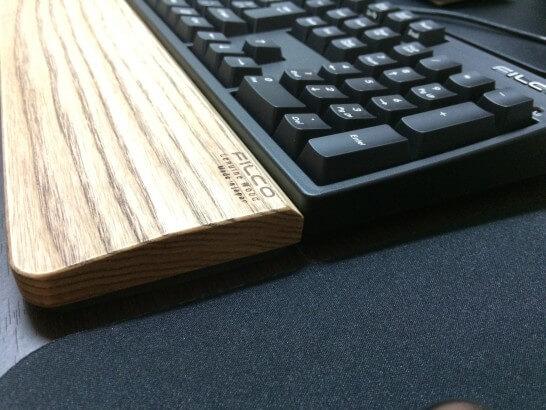 FILCOのキーボードとウッドパームレストの高さ