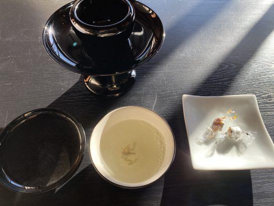 アメックス京都特別観光ラウンジの昆布茶、お菓子 (2)