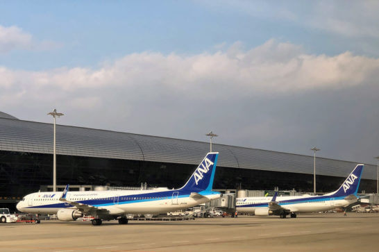 関西国際空港に駐機するANAの飛行機