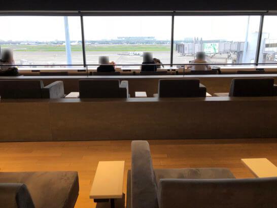 羽田空港のパワーラウンジ ノースの座席