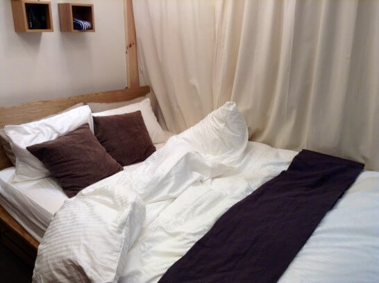 ベッドと布団