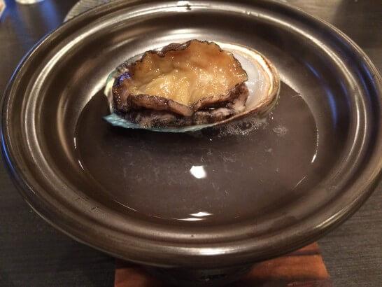 休暇村奥武蔵の夕食のアワビ