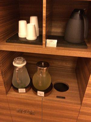 コンラッド東京 水月スパ&フィットネスのレモンウォーター・緑茶・黒豆茶