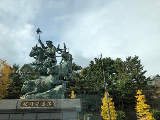小田原西口のバスターミナル(北条早雲の像)