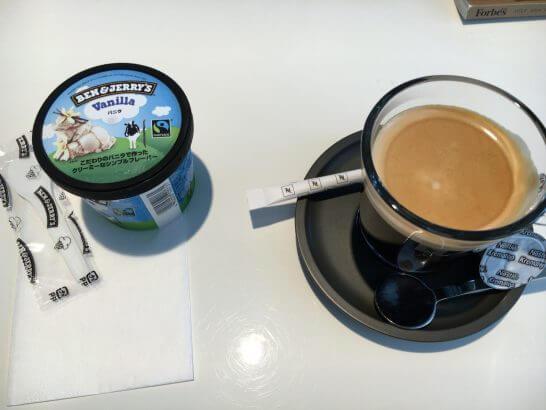 ダイナースクラブ 銀座ラウンジのアイス(ベン&ジェリーズ)とコーヒー