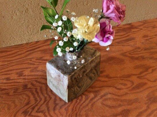 界伊東の「次の間付客室」の花