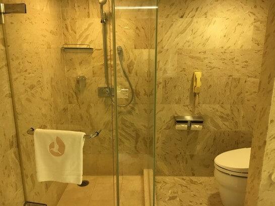 ホテルオークラ東京ベイのデラックスルームのシャワールーム