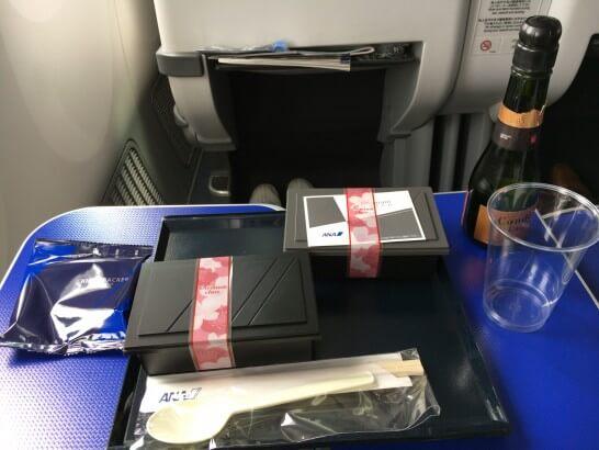 ANAラウンジの機内食とワイン