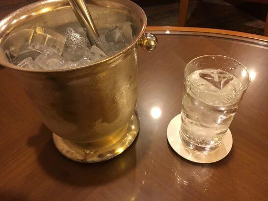 ロイヤルパークホテルのルームサービスの氷