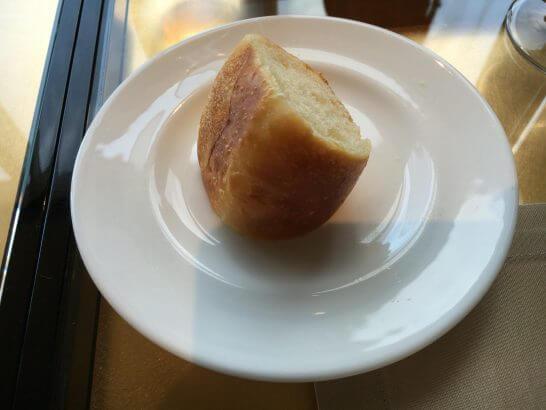 アルマーニリストランテのお代わりパン