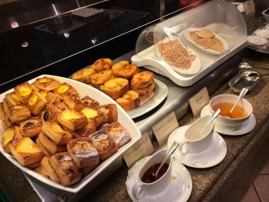 ロイヤルパークホテルの朝食のデニッシュパン・フレンチトースト・ワッフル・パンケーキ