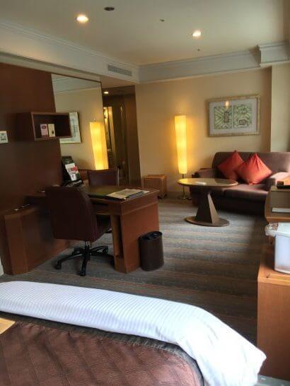 ロイヤルパークホテルの室内2