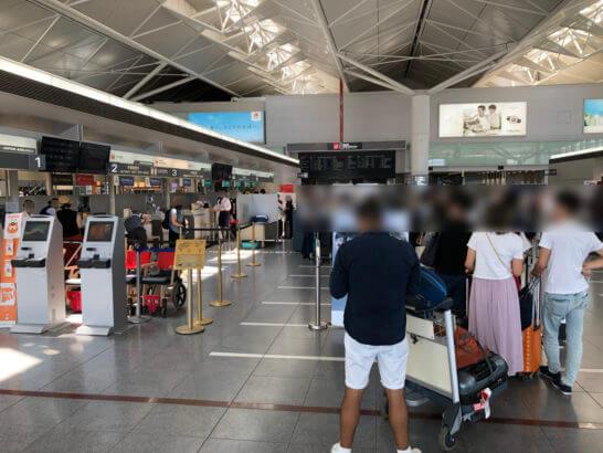 JAL国際線エコノミークラスのチェックインカウンターの混雑