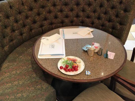 ロイヤルパークホテルの朝食テーブル