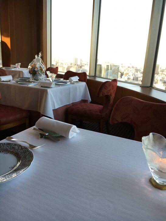 帝国ホテル大阪のレ・セゾンの窓側の席