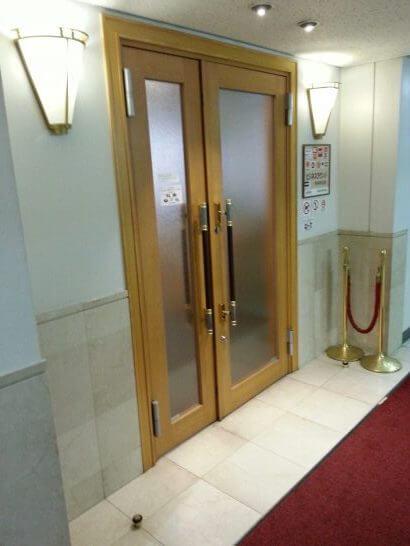 熊本空港のラウンジ「ASO」の入口