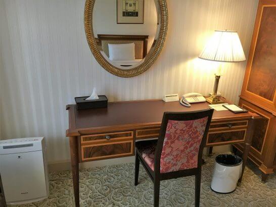 リーガロイヤルホテル東京のデスク