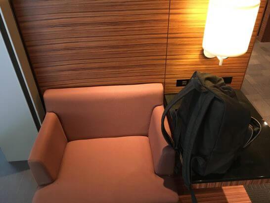 羽田空港のエアポートラウンジ(3階)の席
