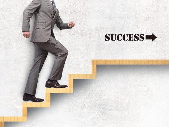 会社員のステップアップのイメージ図