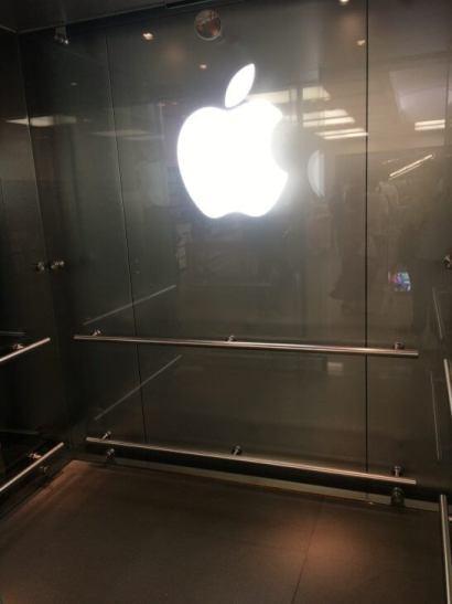 アップルストア銀座のエレベーター