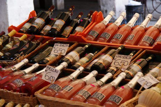 イタリアのベネツィアで販売されているワイン