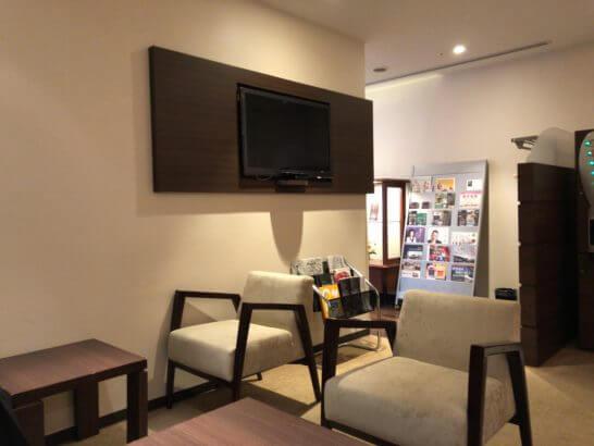 ダイナースの京都ホテル ウエルカムラウンジのテレビ
