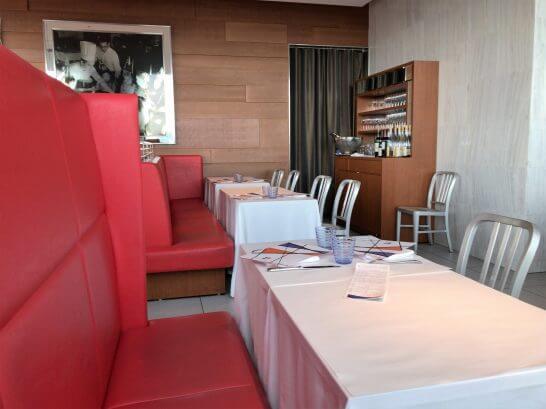 ブラッスリー ポール・ボキューズ 大丸東京のテーブル