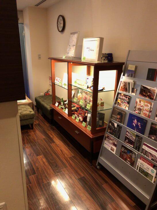 京都ホテル ウエルカムラウンジの展示・冊子