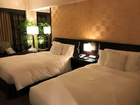 シェラトン都ホテル東京のプレミアムフロア デラックスのベッド