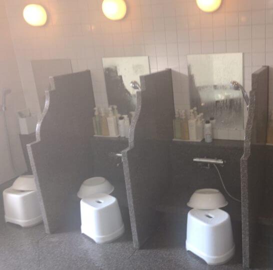 ザ・リッツ・カールトン大阪の「The Ritz-Carlton Spa」の大浴場の洗い場