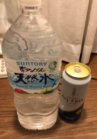 センターホテル東京の1Fコンビニで買った水・ノンアルコールビール