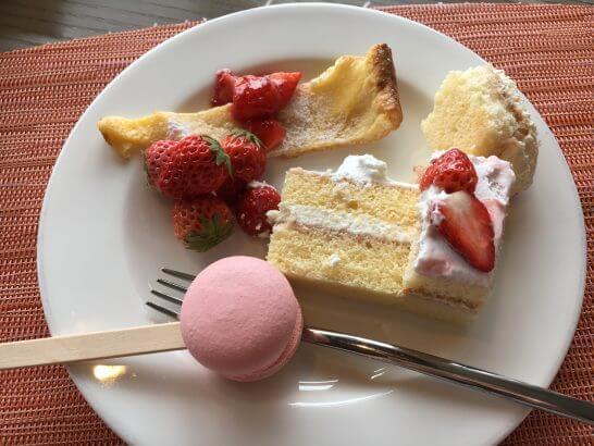 ヒルトン小田原のブラッセリーフローラのランチ (ケーキ類)