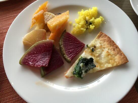 ヒルトン小田原のブラッセリーフローラのランチ (野菜とピザ)